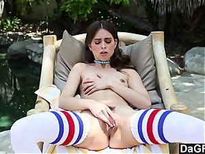 Dagfs uber-sexy Riley Reid playing With Her
