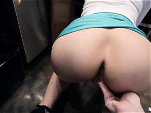 big-boobed Lexi Luna arches over in the kitchen for a prompt pulverize