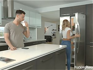 Jessa Rhodes pulverizes her housemate