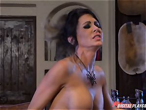 Halloween sensational with gorgeous Jessica Jaymes licking her prize