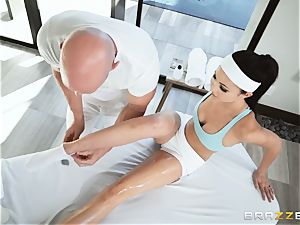 Oily lubricious deep cooter massage with Ariana Marie