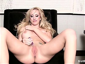 ultra-kinky Brett Rossi masturbates until she pops