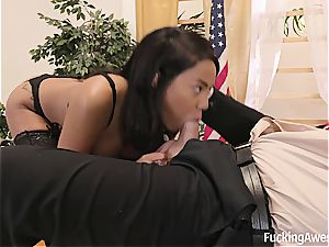 steaming black stunner Diamond Monrow tickles the man sausage of the president