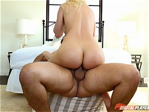 Anikka Albrite wants to be humped deep in the booty by Keiran Lee