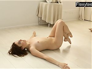 nude gymnast Dasha Lopuhova