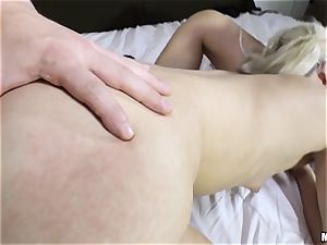 slit eating surprise with Valentina Nappi and Elsa Jean