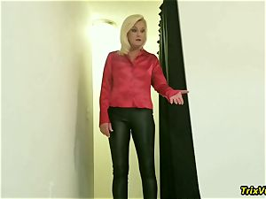 The hottest of mom Paris is peed