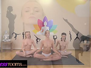 sport rooms Yoga all girl centipede vulva tonguing