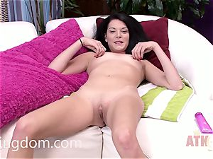 Nina Noxx has an excellent assets that you love to smooch