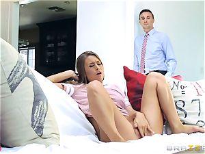 Keiran Lee jams his immense man sausage into Jill Kassidy