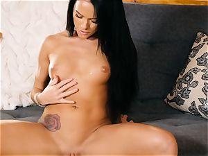 Megan Rain gets naked to make her yummy poon jizm