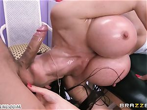 masseuse seduces stellar mature lady Eva Karera with big elastic mammories