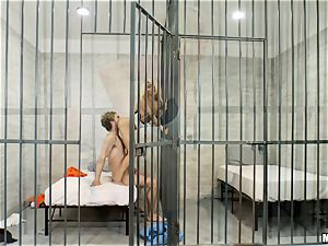 Elisabeth Jolie poon porked jail bird