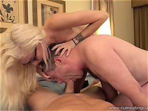 Halle Von and Her Cuck spouse Take Turns deep throating lollipop