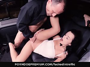 boinked IN TRAFFIC - Daphne Klyde jizm caked in car fucky-fucky